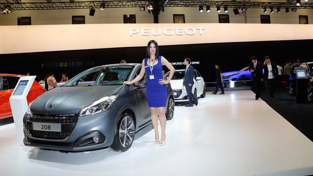 Makyajl� Peugeot'lar fuarda y�ld�zla��yor