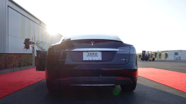 Yeni Tesla Model S P85D bir Ferrari'den daha h�zl�