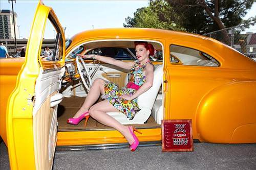 Las Vegas'ta nefes kesen antika otomobille