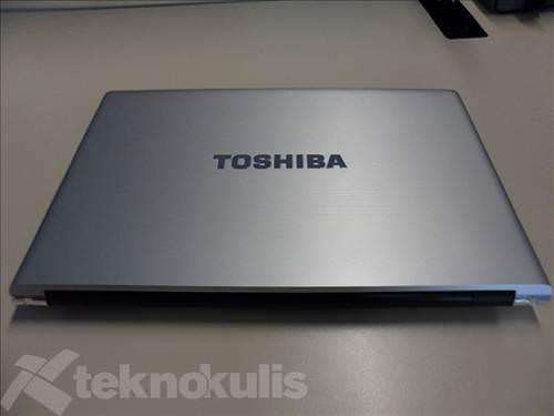 Toshiba R850