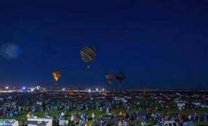 S�cak hava balonu festivali ortaya etkileyici g�r�nt�ler ��kard�