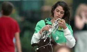 Samsung, �imdi de iPhone 6'n�n �arj kablosuyla dalga ge�ti