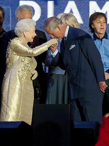 Kraliçe'nin 60. yılına muhteşem kutlama