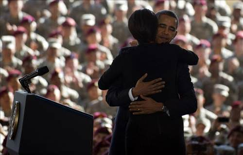Obama'dan askerlere saygı duruşu