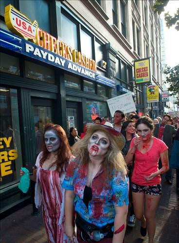 Çizgi roman fuarını zombiler bastı