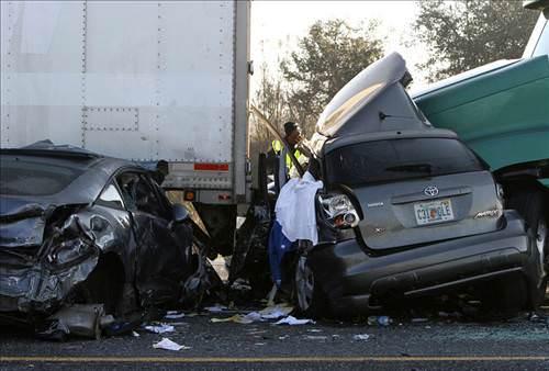 Florida'da zincirleme kazada 10 kişi öldü!