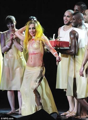 Lady Gaga'nın 25. yaş günü kanla kutladı