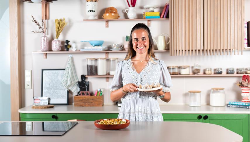 #VogueKitchenette: Revna Çakır Sarıgül'den Vegan Sezar Salata ve Enerji Topları