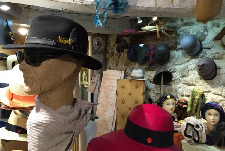 Mougins'in Şapkacıları
