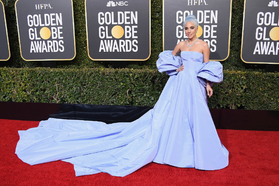 Lady Gaga, Elbise: Maison Valentino