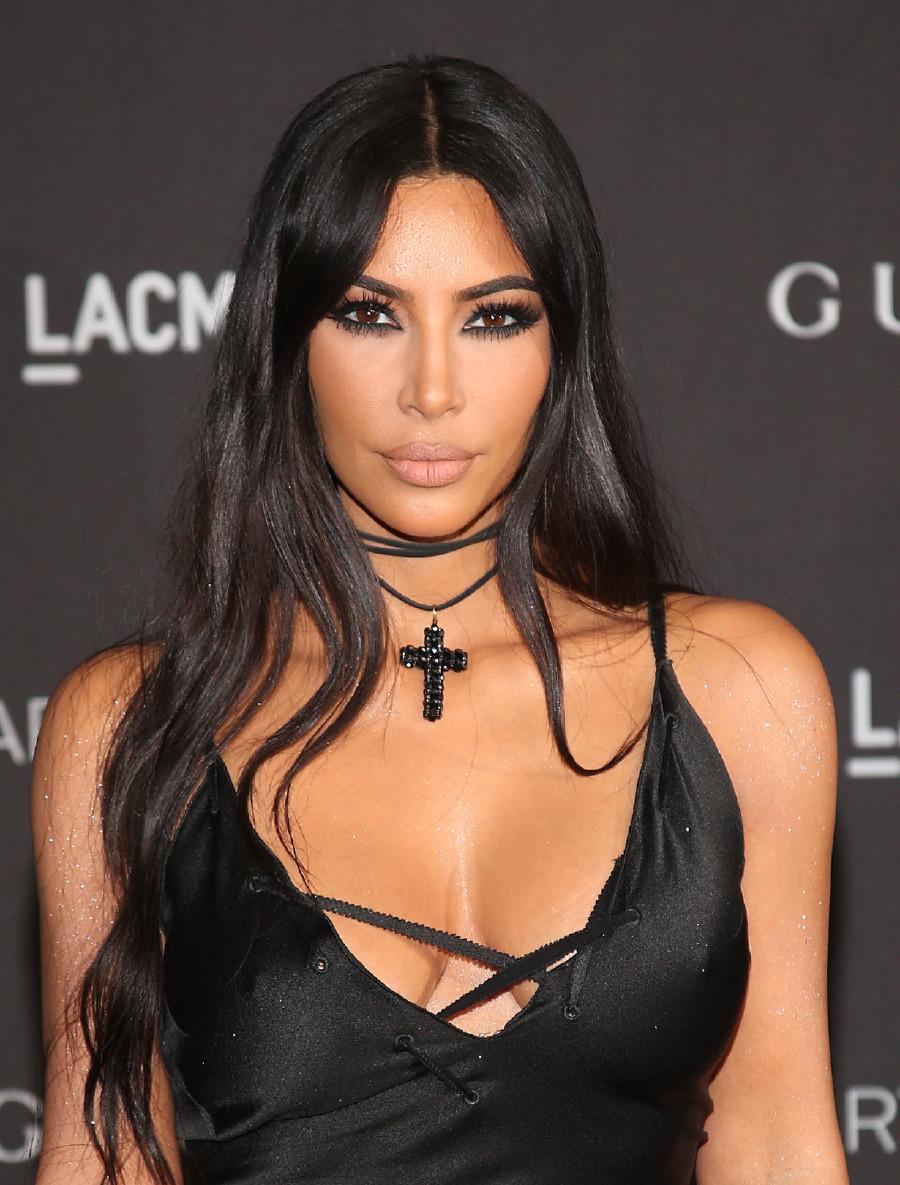 Kim Kardashian'ın yeni nesil retro lob saçları sezonun en gözde dönüşümlerinden.