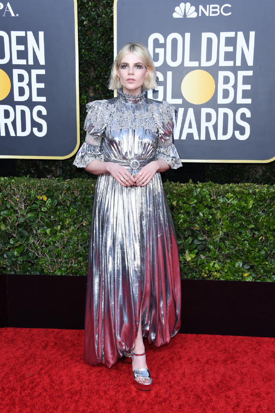 Lucy Boynton. Elbise: Louis Vuitton
