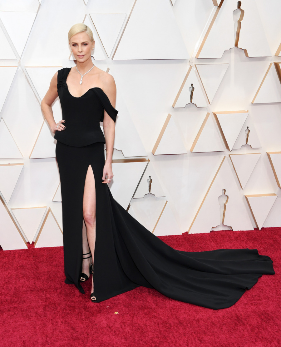 Charlize Theron, Elbise: Dior Haute Couture