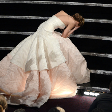 Heyecanına Yenik 'Düşme' Jennifer!