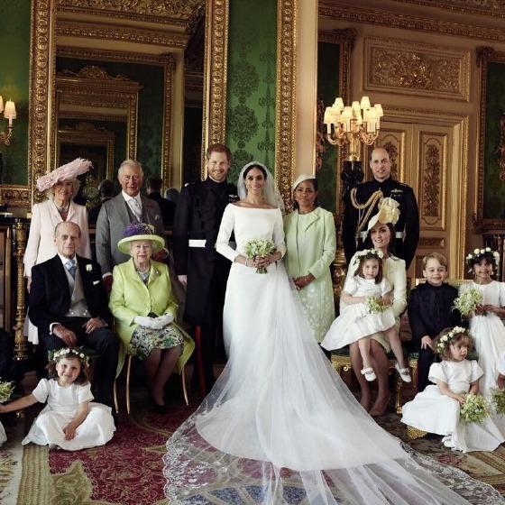 Gelinliği de kraliçe seçiyor