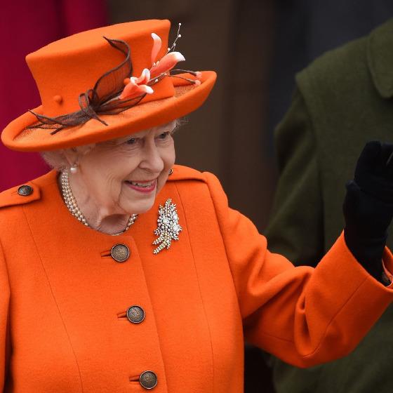 Kraliçenin ve kraliyetin etrafında dönen bir dünya!