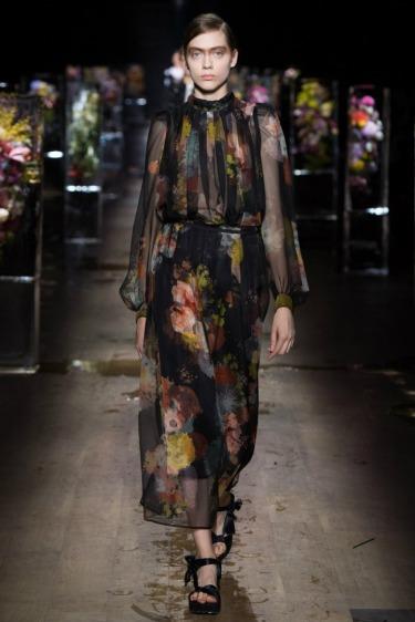 Dries Van Noten Kadını Floral Buz Bahçesinde