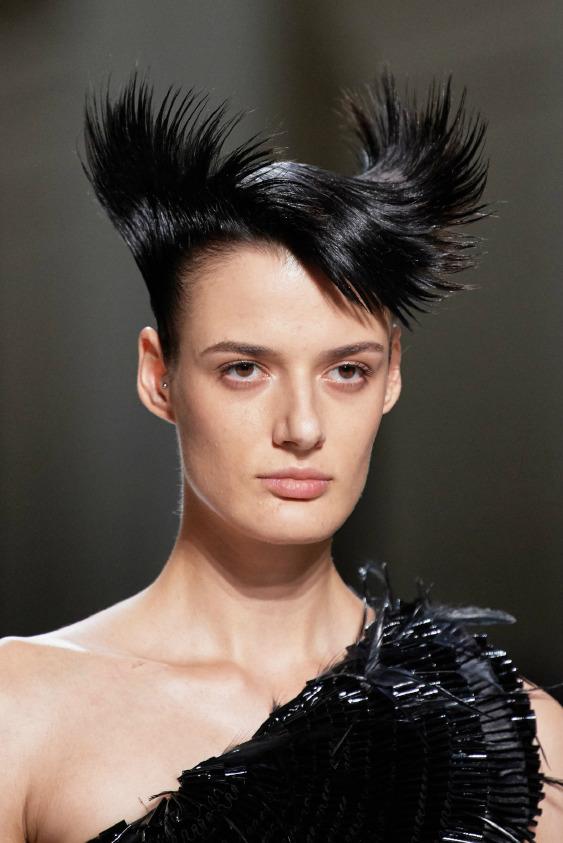 Givenchy'nin Aerodinamik Saçları