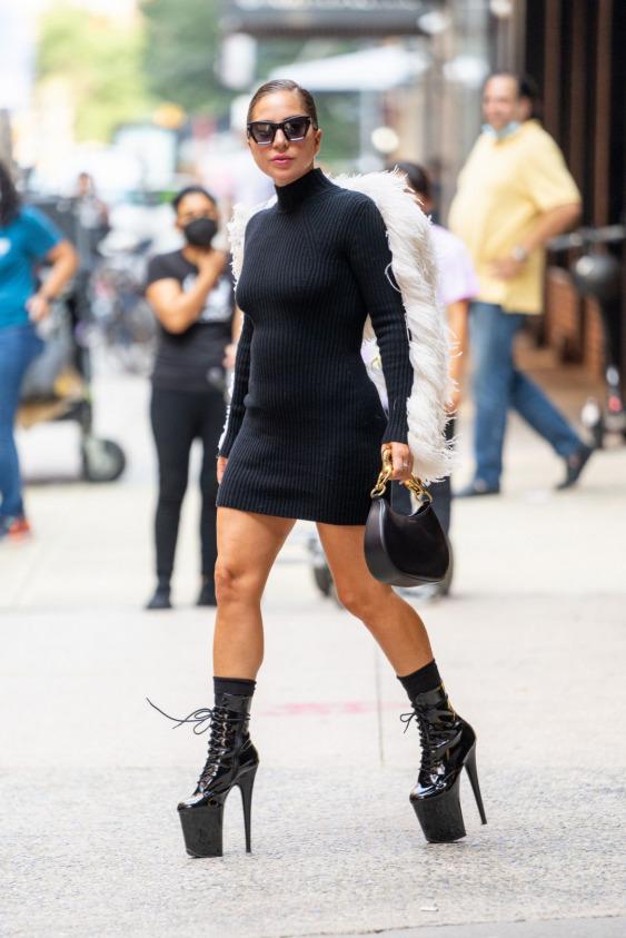 Lady Gaga'dan Yepyeni Sokak Görünümleri