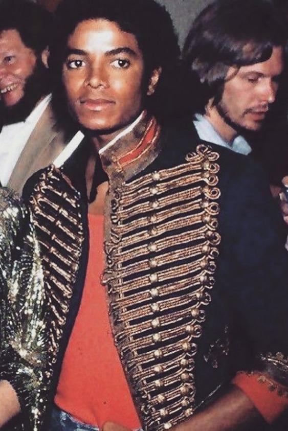 Michael Jackson Balmain'in İmza Ceketini Giydi