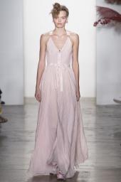 Adam Selman İlkbahar/Yaz 2017 defilesi New York Moda Haftası kapsamında gerçekleşti. Gelecek sezona yön veren tasarımcılar, koleksiyonlar, podyum arkası detayları ve daha fazlası için takipte kalın.