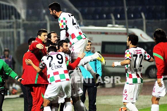 Deplasmanda Adanaspor'u 2-1 yendiğimiz maçın özet görüntülerine haberin devamından ulaşabilirsiniz.