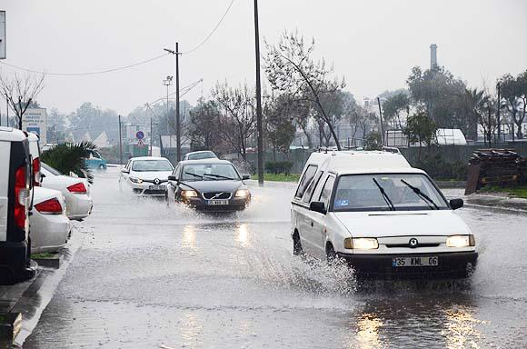 İzmir hafta sonunu yağmurlu geçirecek