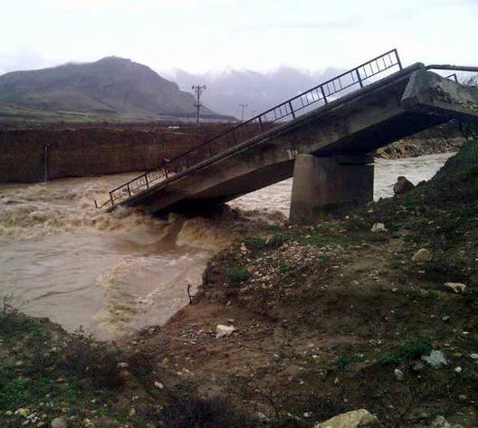 Çivrilde yağmur köprüyü yıktı