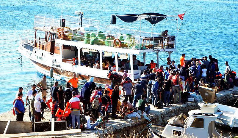 20 kişilik teknede 164 kaçak yakalandı